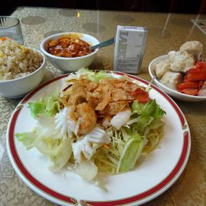 ■神田の「魯香酒楼」で、デカ盛り坦々冷麺!