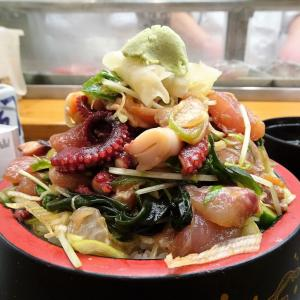 ■新宿の「三是寿司」で、デカ盛り海鮮丼!
