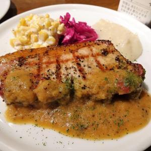 ■虎ノ門の「肉バル」で、デカ盛り豚ロースの炭焼き!