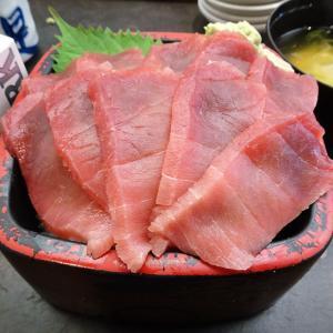 ■新宿の「三是寿司」で、デカ盛りマグロ丼!