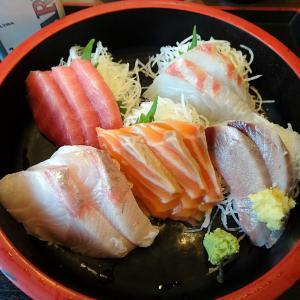 ■新宿の「さくら水産」で、デカ盛り刺身定食!