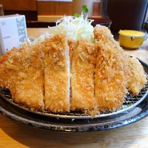 ■新宿の「三是食堂」で、デカ盛りミックスフライ!