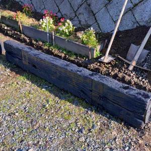 枕木ガーデンからの花壇作り^ ^