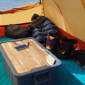 荷物入れのコンテナボックスはキャンプサイトではテーブル(机)にする!