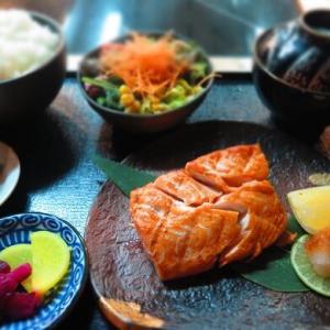 ドバイ焼き魚定食食べ比べ