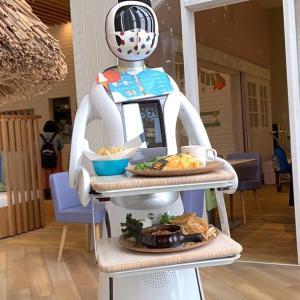 ウェイトレスはAIロボット