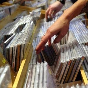 21世紀にUKで最も売れたアルバムランキング、レディ・ガガは11位、トップ10は?