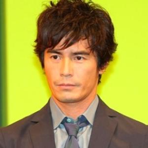 伊藤英明さんが坊主に!2年間伸ばした長髪バッサリwwwww