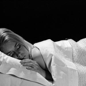 """睡眠は脳内の""""毒素""""を洗い流す、アルツハイマー病の治療に光:米研究"""