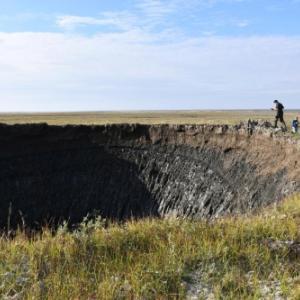 シベリアに謎のクレーターが続出!数年で17個発見!一体何が起きている?