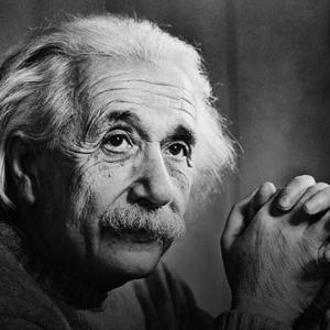 1916年アインシュタイン「ブラックホールという概念が存在する」→1972年初めて観測