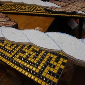 新モンゴル日馬富士学園の額のペンキ塗りほぼ終了