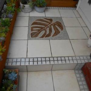 モンステラの玄関ポーチ完成とお教室とkatsu散歩