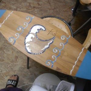 作品を持って営業とサーフィンのモザイク