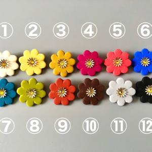 お花の色は12色からお選びいただけます