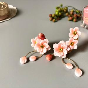 桃のお花のイヤーカフ