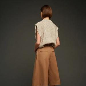 スカートもパンツもひざ丈が新鮮