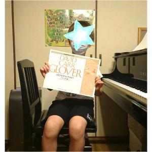 小1くん「みんなのグローバー・ピアノレッスン導入編」が終わりました。