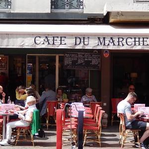 クレール通りで競う2つのカフェ