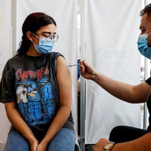 3回接種が進んだイスラエルで感染爆発、4回目を準備/日本3回目接種実施へ