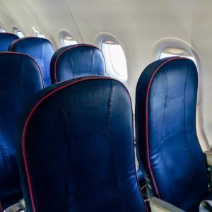 LCCの機内で快適に過ごすグッズ・サービス7選