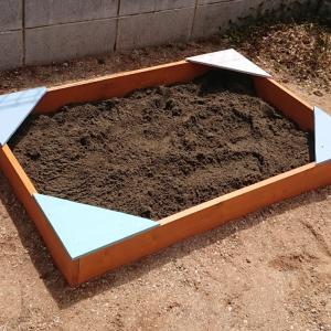 《1y11m13d》お庭に砂場をDIY