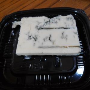 ゴルゴンゾーラ&モッツァレラチーズのハンバーグ♪と、一重の芍薬w