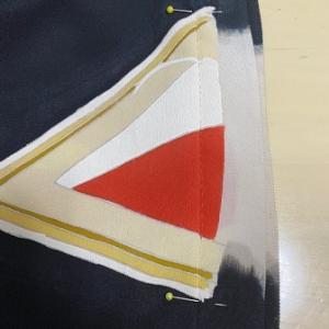 柄に合わせて縫い糸を替える