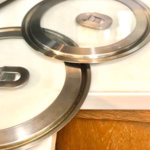 【お片づけ】幅をとるフライパンや鍋の蓋の収納スペースを一気に解決!