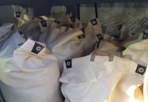 天日干し米を運搬して籾摺りをお願いしました。新米は来週です♪