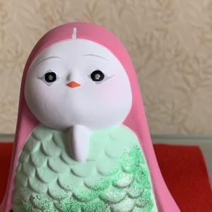 アマビエを頂きました。博多人形でとっても優しいお顔で色も綺麗です。当たり前の日常が早く戻りますように・・・