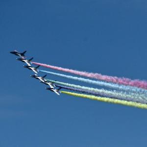 「ブルーインパルス」の記念展示飛行