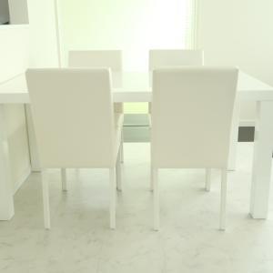 新しいダイニングテーブル!は好みの真っ白テーブルです