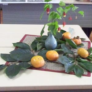 10/23のレッスン…季節の果物「柿」が、モチーフの中心。