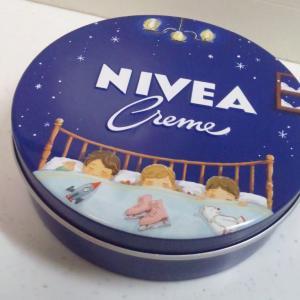 ニベア青缶限定品…宮かなえさんデザイン