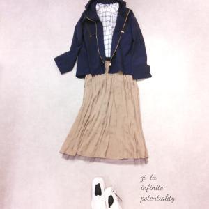 ◇フェミニンモードのスカートで大人スポーティーコーデ