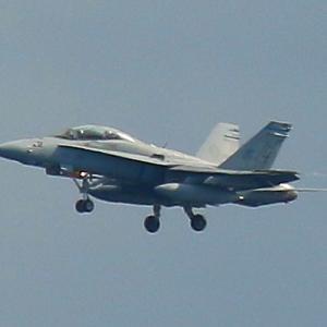 岩国基地の飛行機訓練写真
