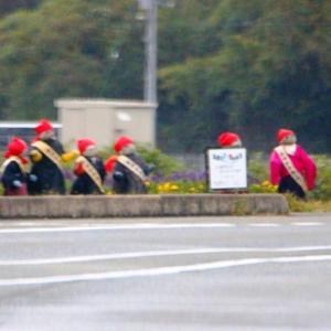阿東町嘉年の交通安全人形が冬用に着替えました。