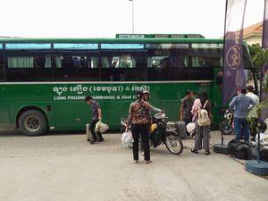 ① カンボジアに、お金を運ぶ
