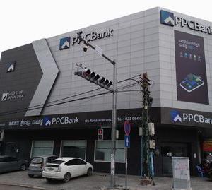 ② カンボジアで、銀行口座の開設に行く。