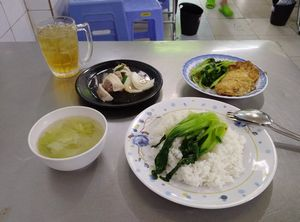 ベトナムのビンヤン食堂は、うまい。