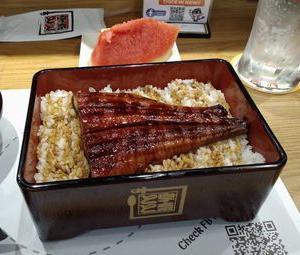 宇奈トトで、うな重上を食べたが、何かが違う。