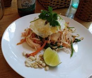 ベトナムで、多国籍料理を食べる。
