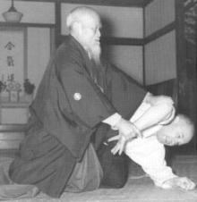 剣術・杖術・体術の一致を目指した武道が合気道