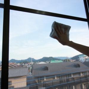 この時期にやっておきたい窓掃除、スチームクリーナーを使って掃除してみました。