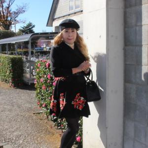 裾が花柄刺繍のミニフレアーワンピース