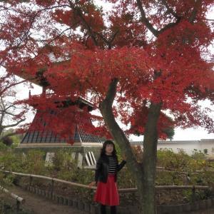 黒レザージャケットに赤レザースカート(2)