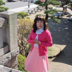 ピンクのカーディガンにピンクフレアースカート(3)