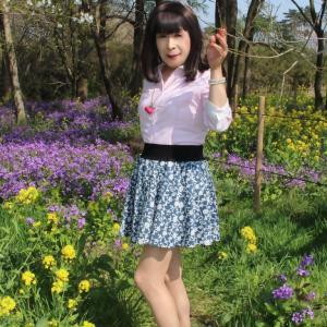 青色系のミニフレアースカート(3)