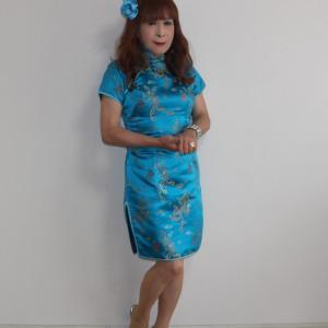 青色のミニチャイナ服お部屋で試着(1)